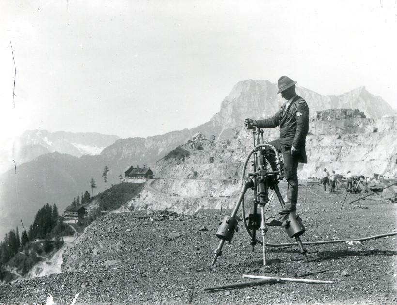 1907 Stoßbohrmaschine auf Etage Dreikönig